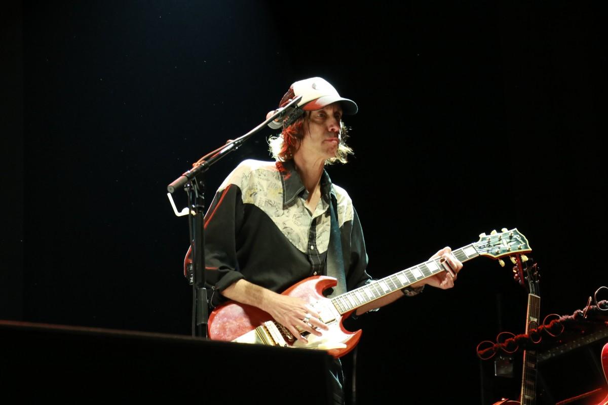 Guitar Stuart Mathis.